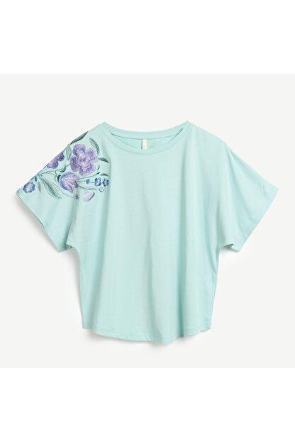 Yargıcı Kadın Yeşil Nakış Detaylı T-shirt