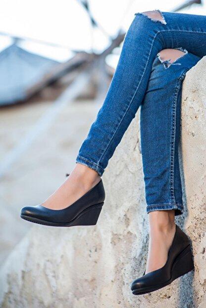 Deripabuc Hakiki Deri Siyah Kadın Dolgu Topuklu Deri Ayakkabı Trc-0274