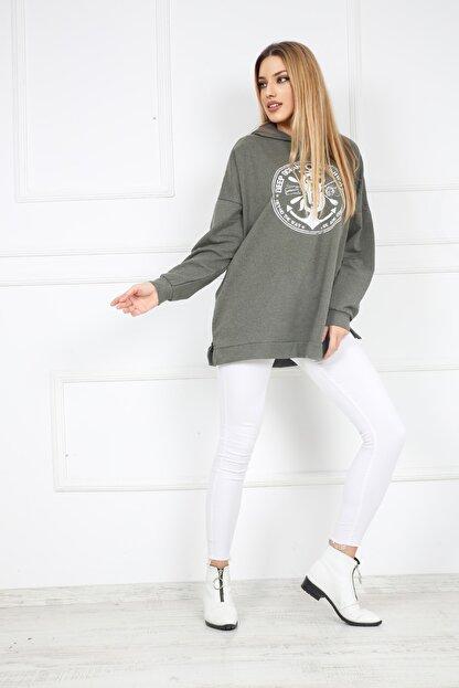 Butik Vanilin Kadın Haki Amblem Baskılı Kapüşonlu Yırtmaçlı Sweatshirt