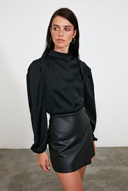 TRENDYOLMİLLA Siyah Yaka Detaylı Bluz TWOAW21BZ1308