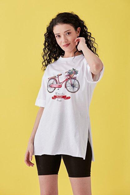Burchlife Kadın Beyaz Bisiklet Baskılı Duble Kol Yanı Yırtmaçlı T-Shirt