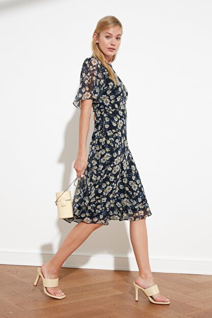 TRENDYOLMİLLA Lacivert Çiçek Desenli Elbise TWOSS20EL0908