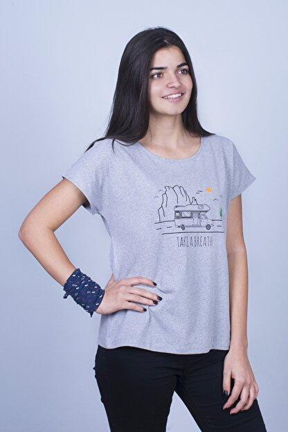 Mount Bug Gri Kadın Karavan Baskılı Kısa Kollu Regular Fit T-shirt