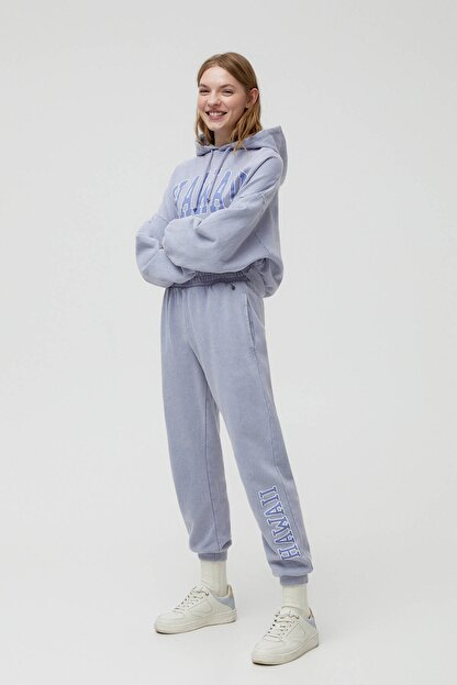 Pull & Bear Kadın Küllü Gri Hawaii Sloganlı Jogging Fit Pantolon 04677302