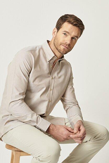 Altınyıldız Classics Erkek Kahverengi Tailored Slim Fit Dar Kesim Düğmeli Yaka %100 Koton Gömlek