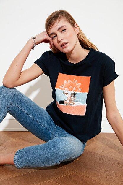 TRENDYOLMİLLA Lacivert Baskılı Semifitted Örme T-Shirt TWOSS20TS0560