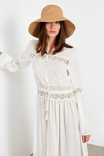 İpekyol Kadın Beyaz Dantel Şeritli Uzun Ceket IS1200005115002