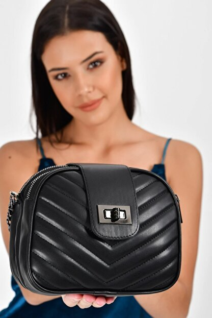 Bagzone Siyah Kadın  V Nakışlı Kilit Detay Omuz Çantası 10VA2061