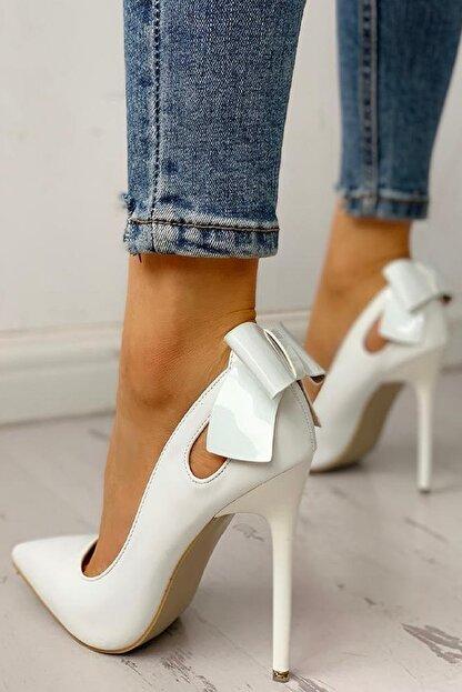 trendyes Beyaz Rugan Fiyonklu Topuklu Stiletto