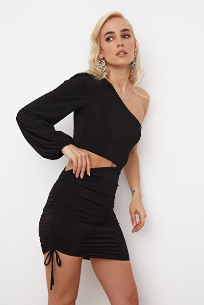 TRENDYOLMİLLA SiyahTek Kol Drapeli Elbise TPRSS21EL0179