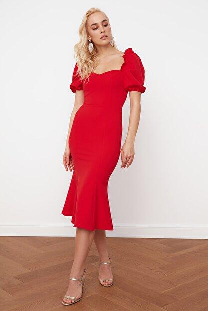 TRENDYOLMİLLA Kırmızı Yaka Detaylı Elbise TPRSS21EL0053