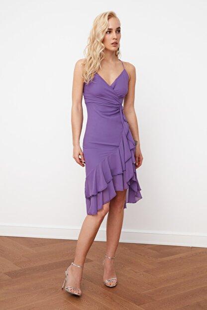 TRENDYOLMİLLA Mor Kruvaze Yaka Volanlı Şifon Elbise TPRSS21EL0143
