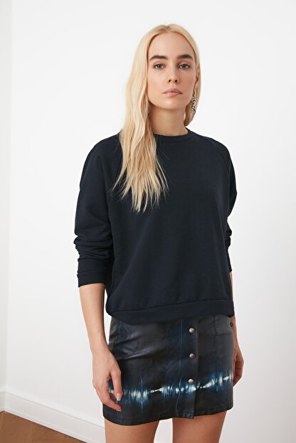 TRENDYOLMİLLA Lacivert Basic Örme Sweatshirt TWOAW20SW0055