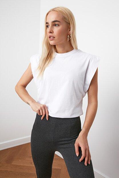 TRENDYOLMİLLA Beyaz Kolsuz Basic Örme T-Shirt TWOSS20TS0021