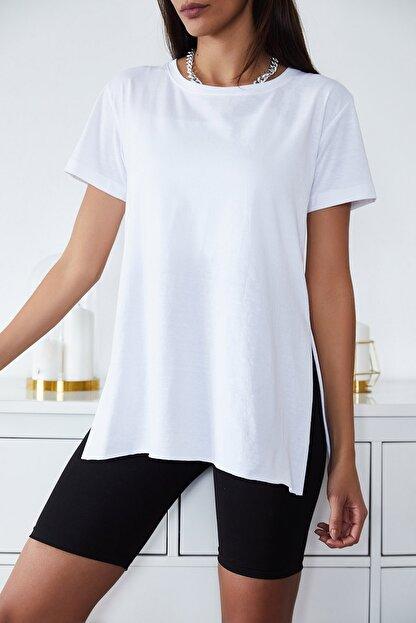 Xena Kadın Beyaz Basic Bisiklet Yaka Yırtmaçlı T-Shirt 1KZK1-11202-01