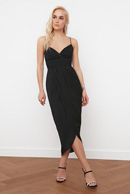 TRENDYOLMİLLA Siyah Nervür Detaylı Elbise TPRSS19BB0420