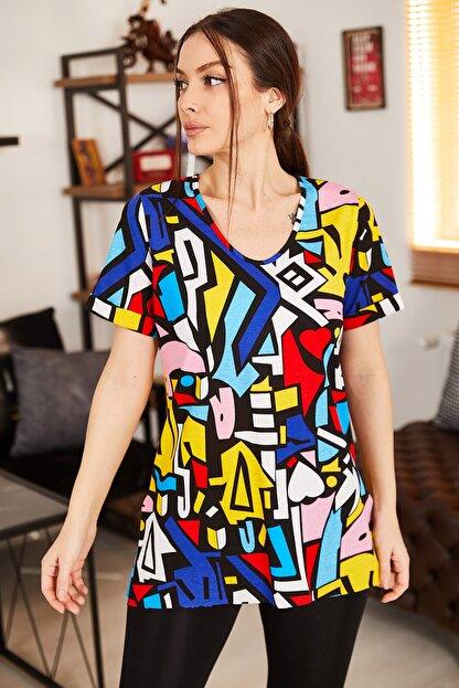 armonika Kadın Renkli Geometrik Desen V Yaka Yanı Yırtmaçlı T-Shirt ARM-21K001120