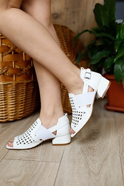 PUNTO Kadın Kapalı Fındık Topuklu Ayakkabı