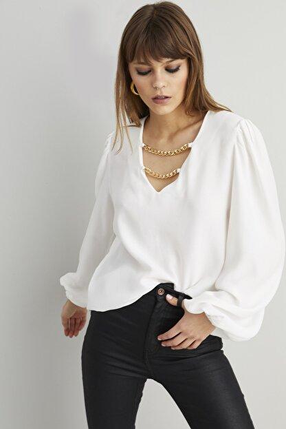 Cool & Sexy Kadın Beyaz Zincir Aksesuarlı Dokuma Bluz BK1069