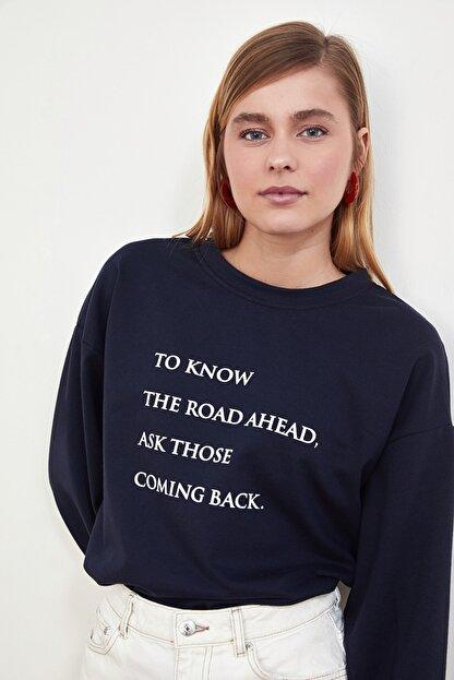 TRENDYOLMİLLA Lacivert Baskılı Örme Sweatshirt TWOSS21SW0125
