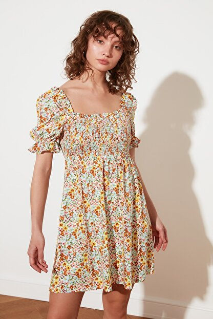 TRENDYOLMİLLA Ekru Petite Çiçekli Elbise TWOSS21EL2923