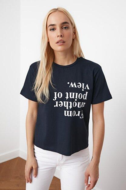 TRENDYOLMİLLA Lacivert Baskılı Semi-Fitted Örme T-Shirt TWOSS20TS0572