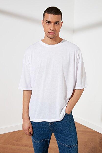 TRENDYOL MAN Beyaz Basic Erkek Oversize Bisiklet Yaka Kısa Kollu T-Shirt TMNSS21TS0811