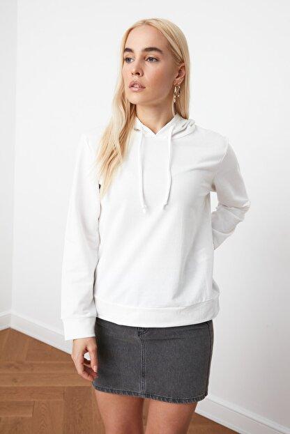 TRENDYOLMİLLA Ekru Kapüşonlu Basic Örme Sweatshirt TWOAW20SW0059