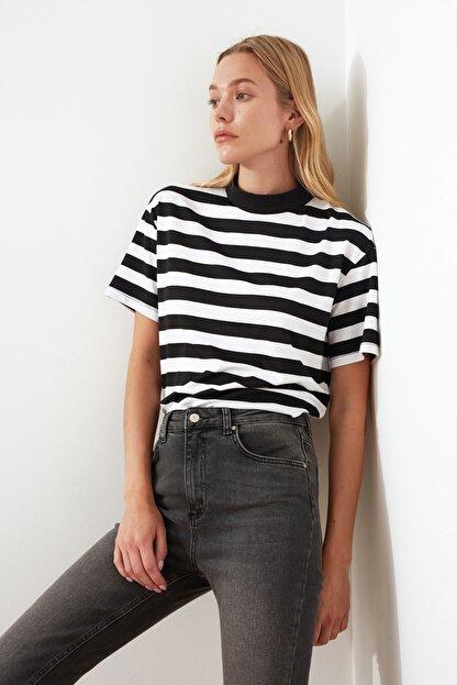 TRENDYOLMİLLA Çok Renkli Çizgili Basic Dik Yaka Örme T-Shirt TWOSS21TS1204