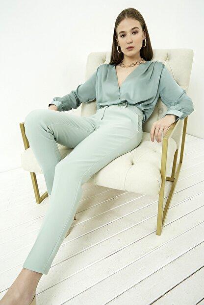 Vis a Vis Kadın Çağla Yeşili Düğme Detaylı Havuç Pantolon