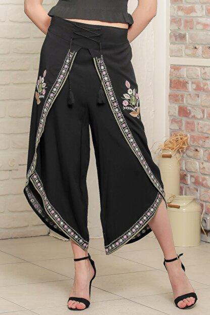 Chiccy Kadın Siyah Çiçek Nakışlı Bağlama İp Detaylı Zarf Pantolon M10060000PN98939
