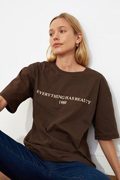 TRENDYOLMİLLA Kahverengi Baskılı Loose Kalıp Örme T-shirt TWOSS19GH0034