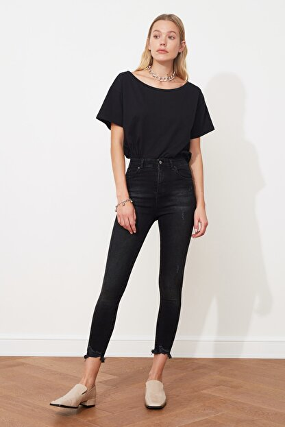 TRENDYOLMİLLA Siyah Yırtık Detaylı Yüksek Bel Skinny Jeans TWOSS20JE0299