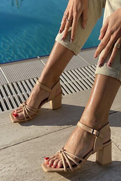 İnan Ayakkabı Küt Burun 4 Bant Düğümlü Topuklu Sandalet