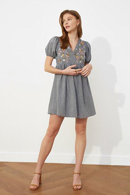 TRENDYOLMİLLA Lacivert Nakışlı Elbise TWOSS21EL0399