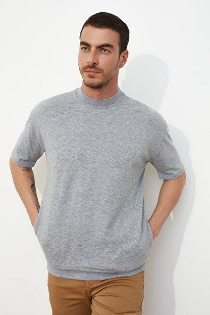 TRENDYOL MAN Gri Erkek Dik Yakalı Regular Fit  T-Shirt TMNSS21TS0207