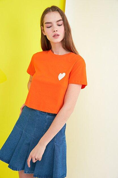 TRENDYOLMİLLA Turuncu Crop Örme T-Shirt TWOSS21TS0649