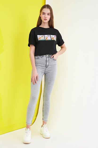 TRENDYOLMİLLA Gri Yıkama Efektli Yüksek Bel Skinny Jeans TWOSS21JE0238