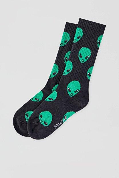 Pull & Bear Erkek Uzaylı Desenli Siyah Çorap 09895515