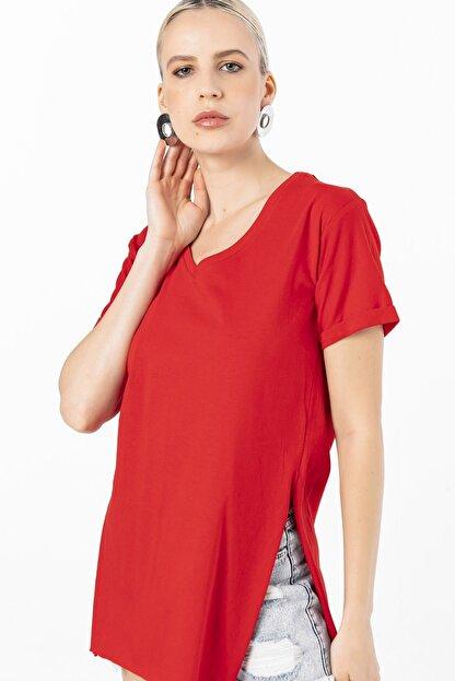 EMJEY Kadın Kırmızı İki Yanı Yırtmaçlı V Yaka T-Shirt