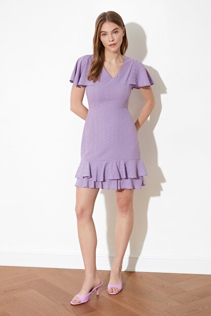 TRENDYOLMİLLA Lila Dokulu Kumaşlı Volanlı Elbise TWOSS21EL1531