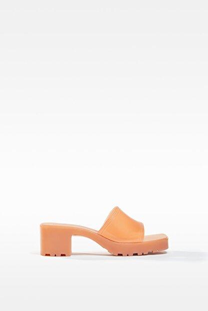 Bershka Kadın Ekru Parlak Topuklu Sandalet 11722760