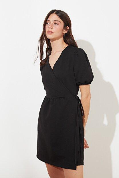 TRENDYOLMİLLA Siyah Kruvaze Yaka Örme Elbise TWOSS21EL0166