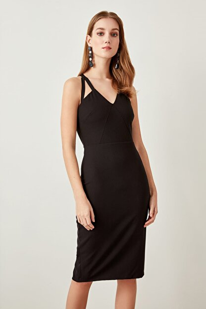 TRENDYOLMİLLA Siyah Yaka Detaylı  Elbise TPRAW19FZ0018