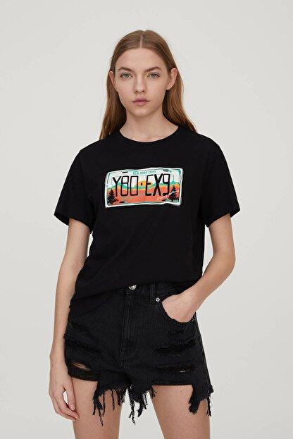 Pull & Bear Kadın Siyah Plaka Görselli T-Shirt 09247392