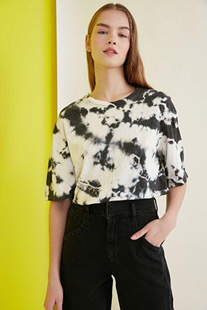 TRENDYOLMİLLA Çok Renkli Batik Desen Loose Örme T-Shirt TWOSS21TS0978