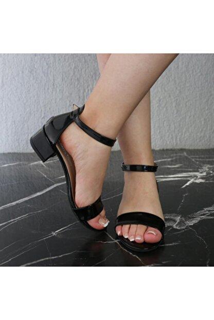 SerraTrend Kadın Tek Bant Bilekten Bağlı Düşük Topuklu Rugan Ayakkabı