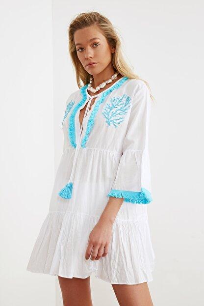 TRENDYOLMİLLA Beyaz Boncuk Nakışlı Vual Plaj Elbisesi TBESS21EL1351