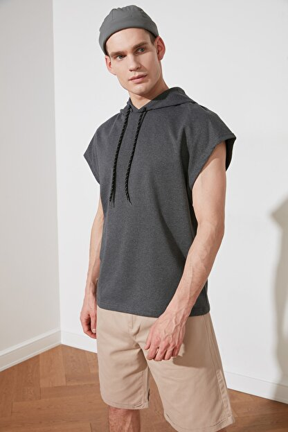 TRENDYOL MAN Antrasit Erkek Oversize Fit Kısa Kollu Kapüşonlu Sweatshirt TMNSS20SW0148