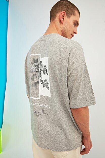 TRENDYOL MAN Gri Erkek Oversize Bisiklet Yaka Baskılı Kısa Kollu T-Shirt TMNSS21TS1223
